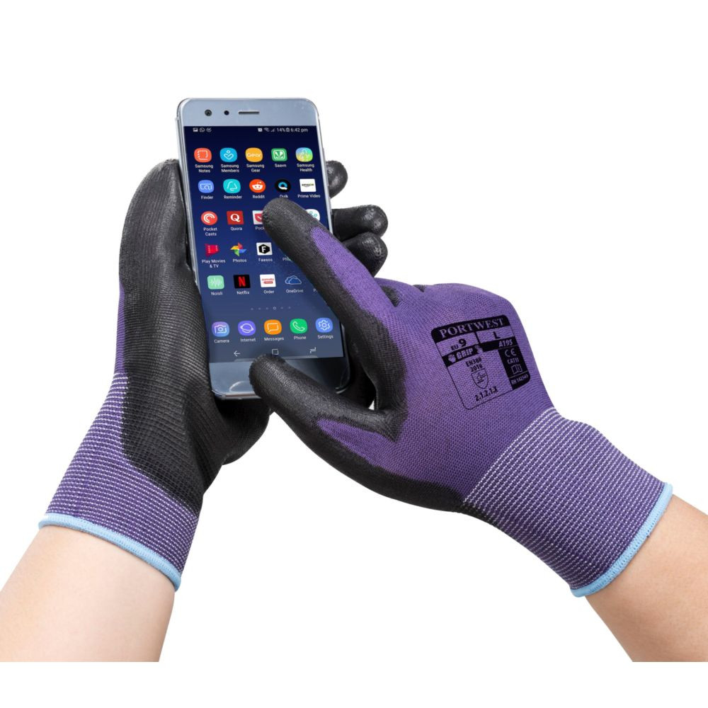 Gants de manutention PU Tactile Portwest - Gants de manutention PU Portwest TACTILE violet portés