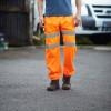 Pantalon de jogging haute visibilité Yoko CARGO - Pantalon de jogging haute visibilité Yoko YHV016T orange fluo porté